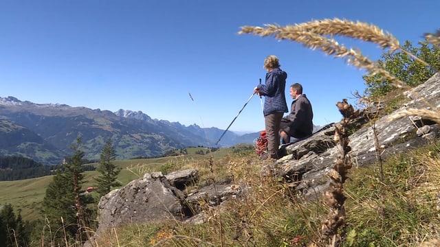 Frau und Herr Walser auf dem Berg.