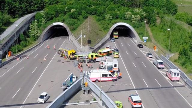 dus tunnels, avant ils portals bleras ambulanzas