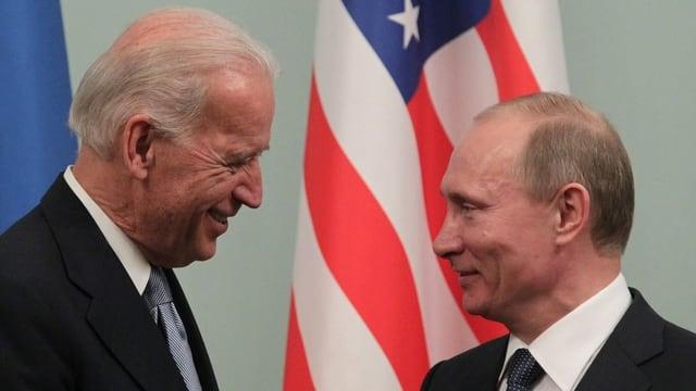 Biden und Putin 2011 in Russland