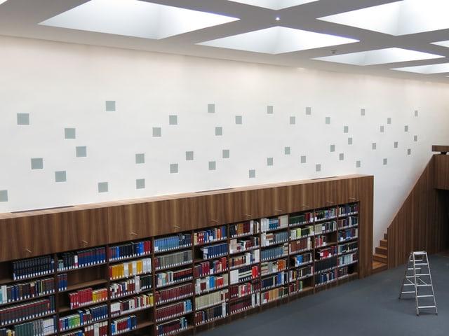 Zu sehen ist der umgebaute Lesesaal der Bibliothek Münstergasse.