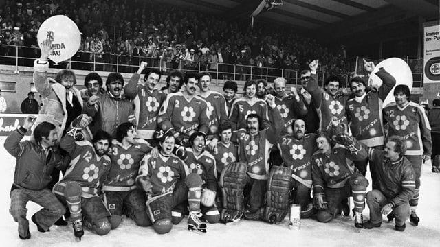 Giugaders dal club da hockey Arosa suenter avair gudagnà il titel il 1982.
