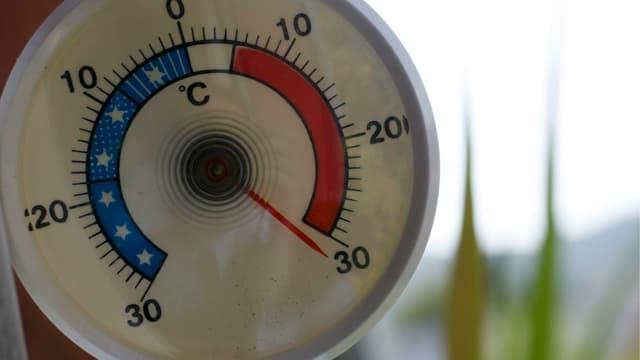 Purtret d'in termometer che mussa passa 30 grads.
