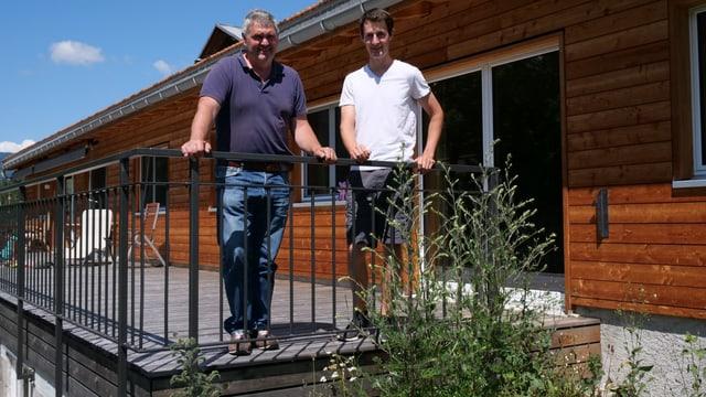 Georgin und Andri Bonifazi auf der Terrasse ihres Hauses in Brienz.