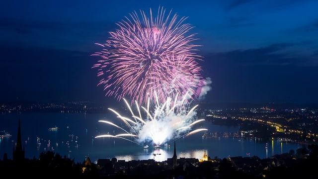 Feuerwerk über dem Zugersee
