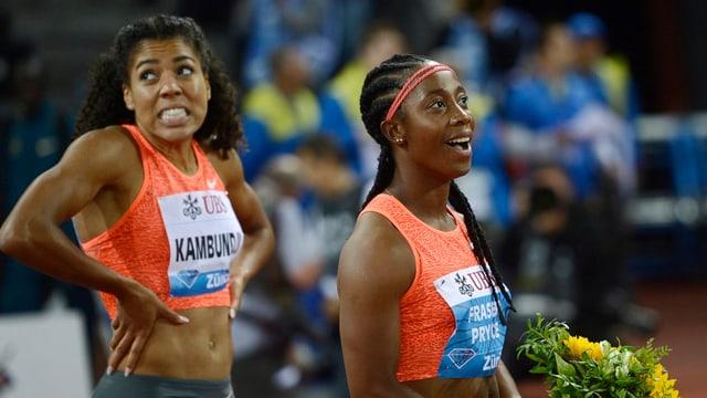 duas atletas d'atletica leva