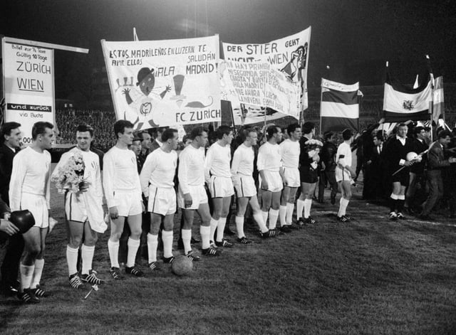 Der FC Zürich 1964 im Spiel gegen Real Madrid