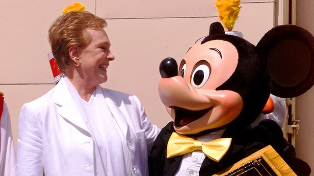 Julie Andrews mit Mickey Mouse