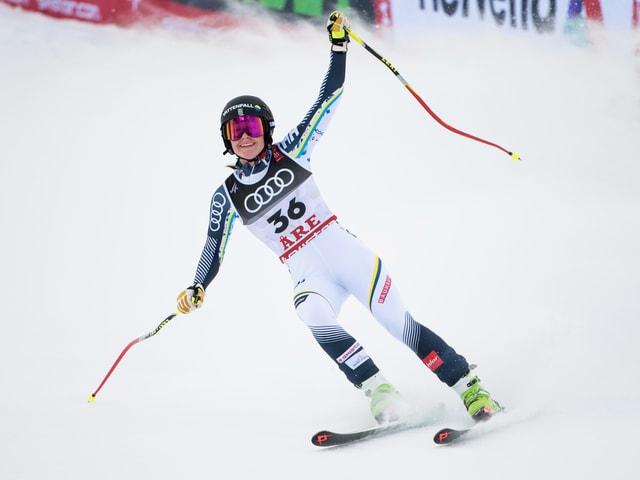Die Schwedin Ida Dannewitz lässt sich im Ziel bei ihrem WM-Debüt feiern.