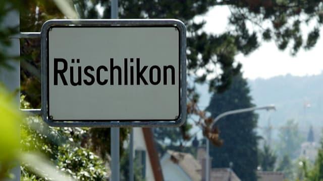 Die Ortstafel von Rüschlikon.