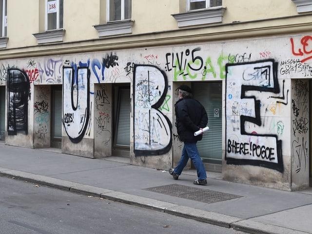 Ein Werk des Graffiti-Sprayers «Puber» aufgenommen am Freitag, 7. März 2014, in Wien.