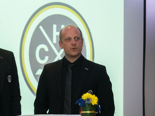 Roland Habisreutinger an einer Medienkonferenz.