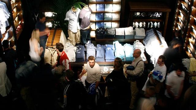 Shop der amerikanischen Kleidermarke Abercrombie & Fitch
