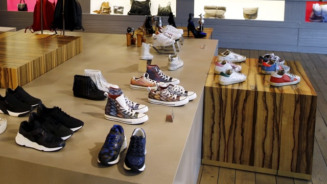 Schuhe in Laden