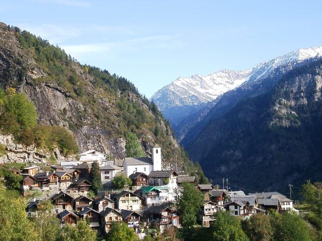 Das Dorf Landarenca im Val Calanca.