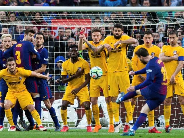 Lionel Messi beim Freistoss