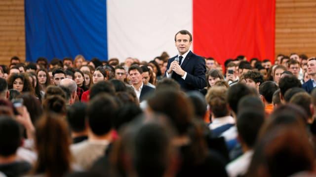 Frankreichs Staatschef Macron kündigt Steuersenkung an