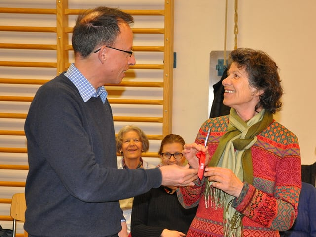Jürg Wasescha ha surdà ses chor per ina prova a Josefina Blumenthal-Cadruvi.