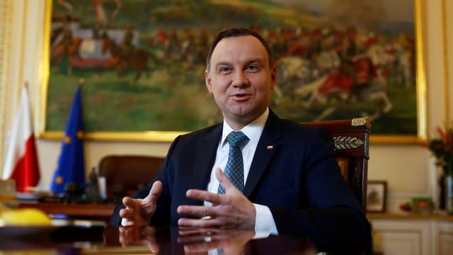 Polens Präsident an sienem Bürotisch