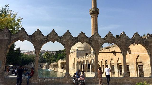 Moschee mit Teich.
