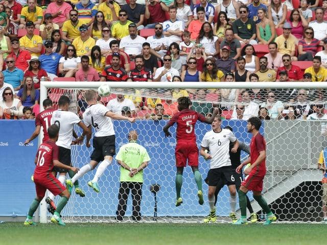 Szene aus der Partie Deutschland - Portugal 2016 bei den Spielen in Rio de Janeiro.
