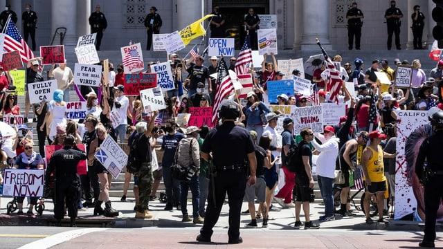 Eine Ansammlung von Demonstranten in Los Angeles.