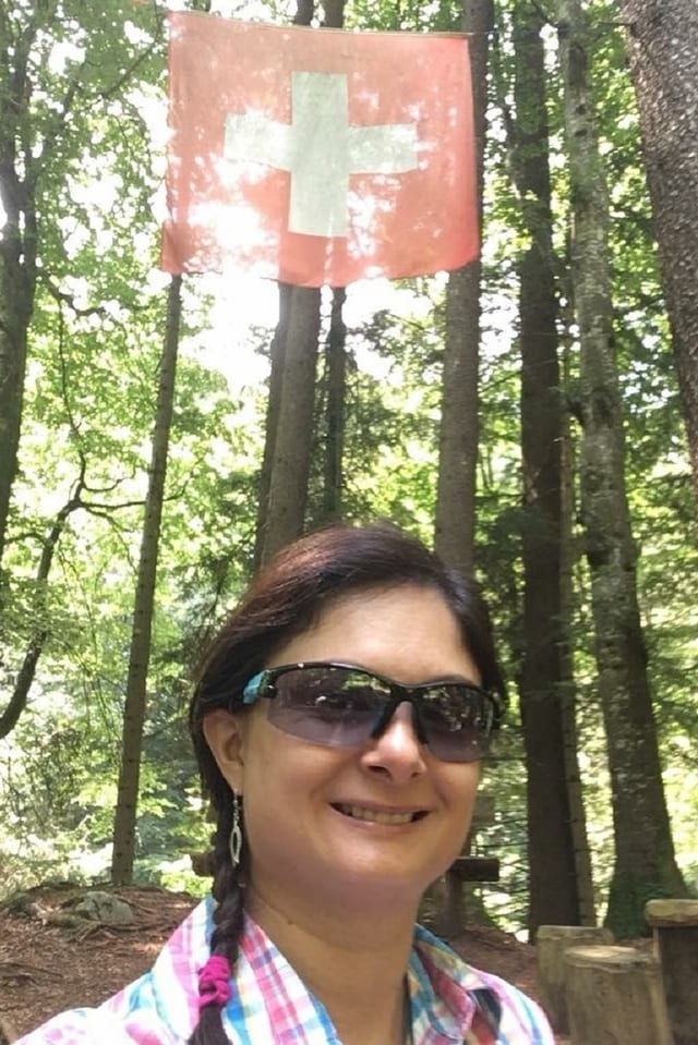 Graziella Grimm en guaud sut bandiera svizra.