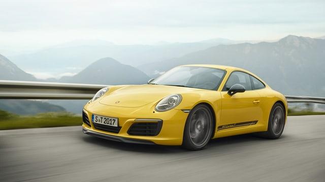Ein gelber Porsche Carrera