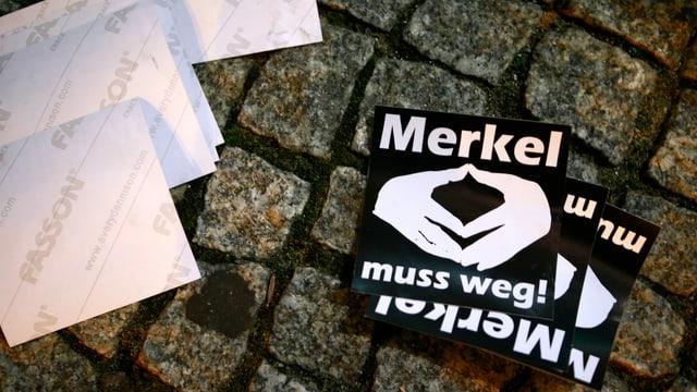 «Merkel muss weg»-Flyer