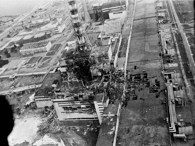 Luftaufnahme über dem zerstörten Tschernobyl-Reaktor.