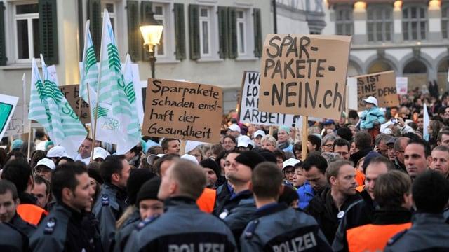 Polizisten an einer Demo