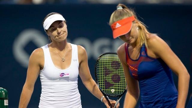 Martina Hingis (l.) und Daniela Hantuchova müssen in New Haven bereits nach Runde 1 die Koffer packen.