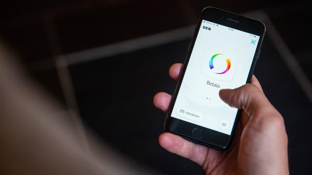 Handy mit der App Swish