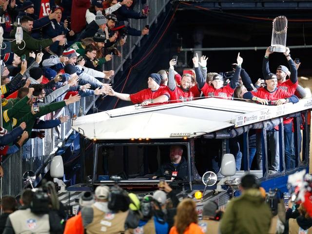 Die Baseballer bei einer Siegesparade.