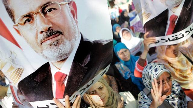 Mursi-Anhänger gehen für ihren gestürzten Präsidenten auf die Strasse.