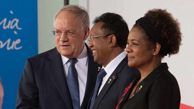 Schneider-Ammann mit Madagaskars Präsident Hery Rajaonarimampianina und OIF-Generaldirektorin Michaëlle Jean.