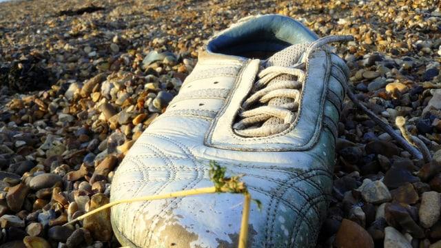 Schuh auf Kies