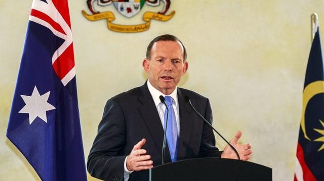 Tony Abbott discurra al pult.
