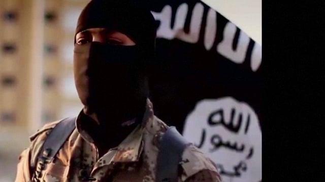In commember dal Stadi islamic mascrà nair. Davostiers la bandiera da la gruppaziun terroristica.