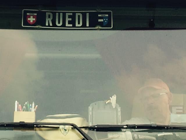 Ruedi am Steuer