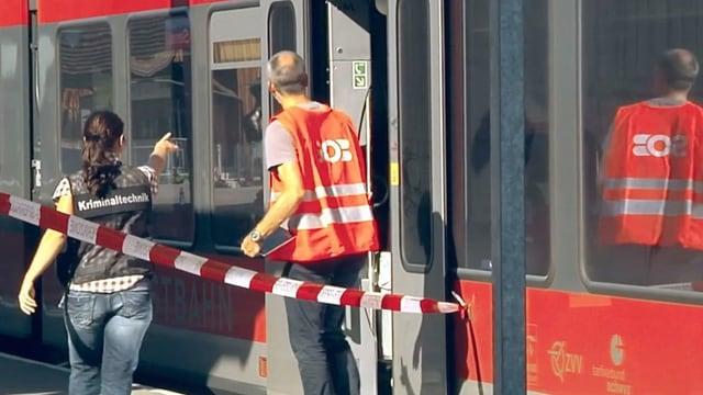 Ils experts da la forensica han suenter l'attatga examinà il tren.