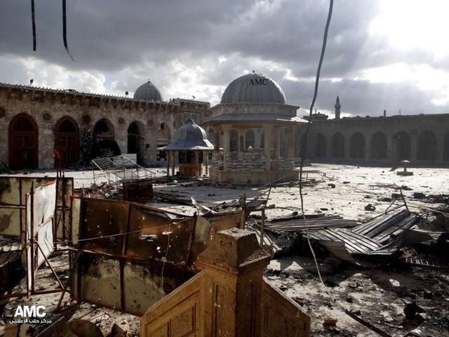 Die zerstörte grosse Moschee.