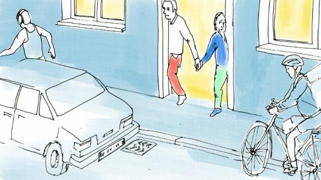 Ein Mann und eine Frau blicken scheu aus einer Haus-Tür auf eine befahrene Strasse.