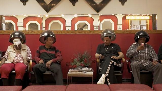 Video «Beim Friseur in den USA: Detroit» abspielen