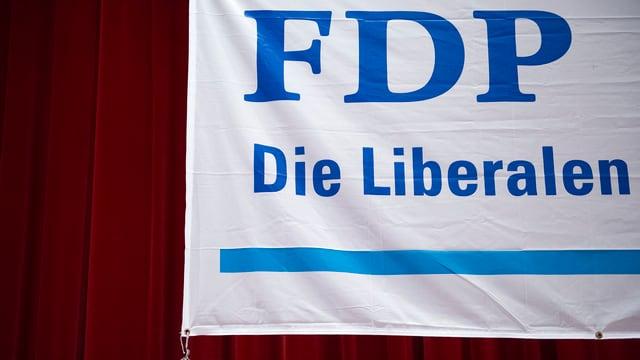 Roter Vorhang, Banner mit Aufschrift «FDP. Die Liberalen.»