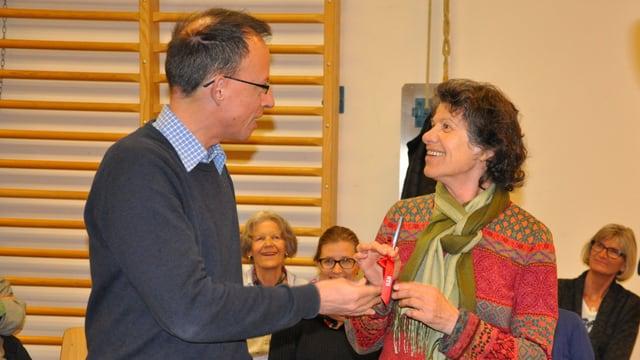 Jürg Wasescha surdat la batgetta a Josefina Blumenthal