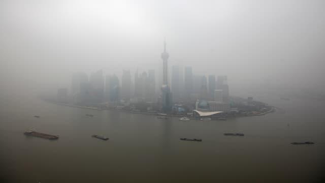 Blick auf den Finanzdistrikt Pudong in Shanghai.