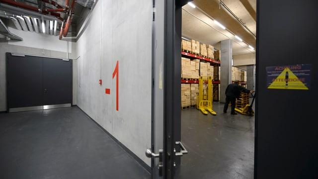 Blick ins Untergeschoss des Genfer Zollfreilagers.