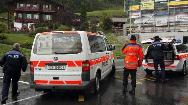 Polizeiliche Untersuchung auf der Ibergeregg nach einem Tötungsdelikt.