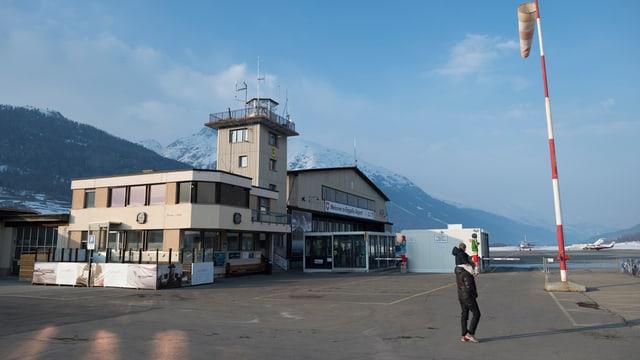 Der Tower auf dem Flughafen Samedan