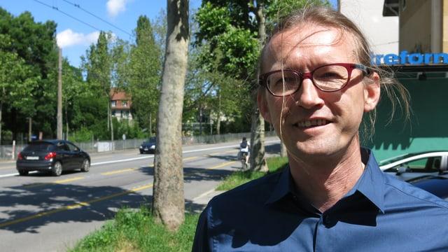 Karl Vogel neben dem Nordring in Bern.